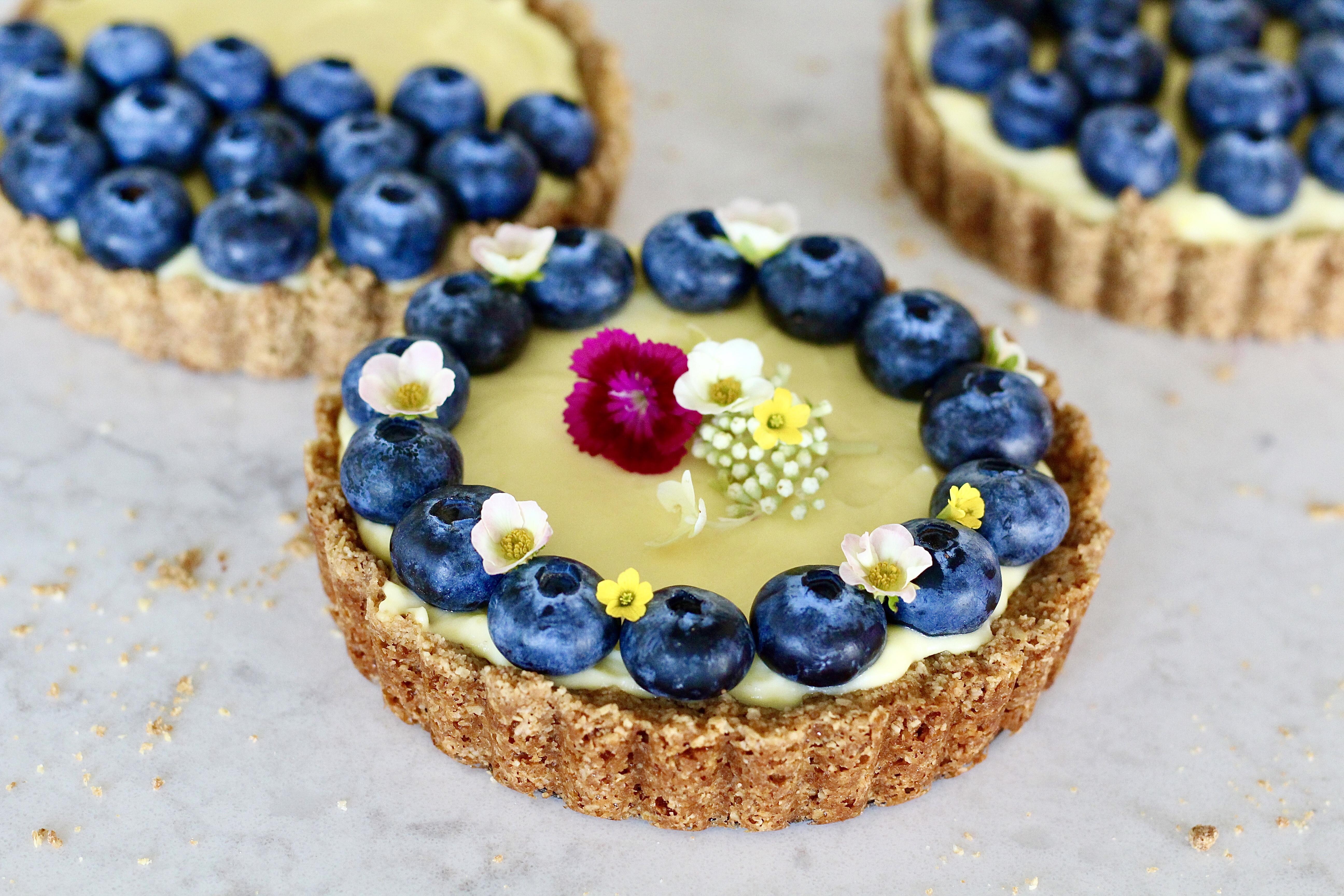 Saffron Yogurt Cream Tarts